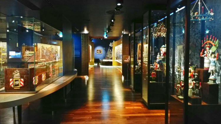Salzburg Weihnachtsmuseum Ausstellung Ausstellungsraum Rundgang Schaukasten