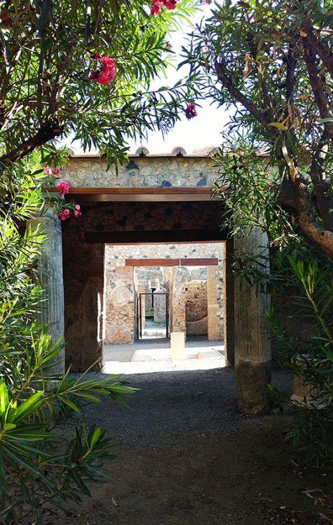 Innenhof Garten in Pompeji mit Oleander, Durchgang