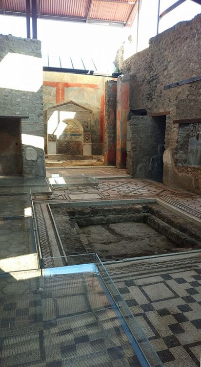 Innenraum eines Hauses in Pompeji mit Mosaiken und Fliesen