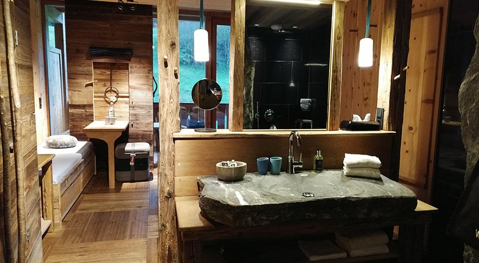 mama thresl Zimmer Woodenstyle Waschbecken Bad Eingangsbereich