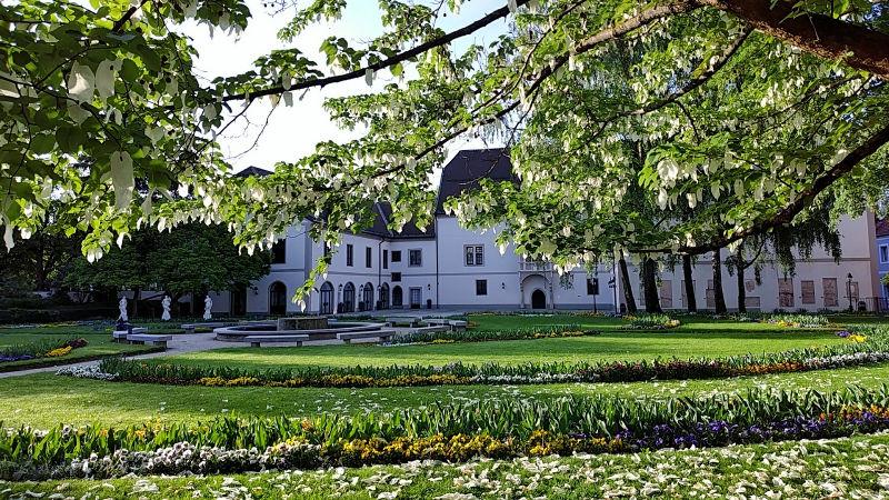Burg Wels mit Burggarten, ein Tag in Wels, Wanderhunger