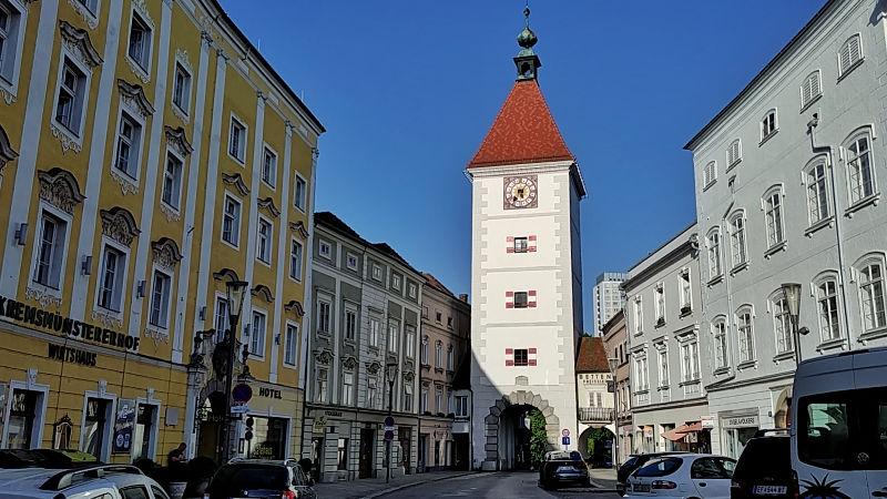 Ledererturm von Wels am Stadtplatz in Wels, ein Tag in Wels, Wanderhunger