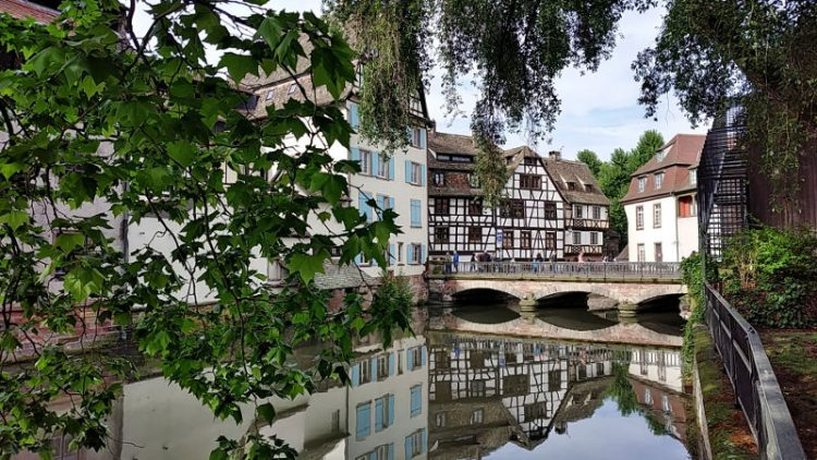 Fachwerkhäuser am Kanal der Ill in Strassburg, La Petite France, Wanderhunger