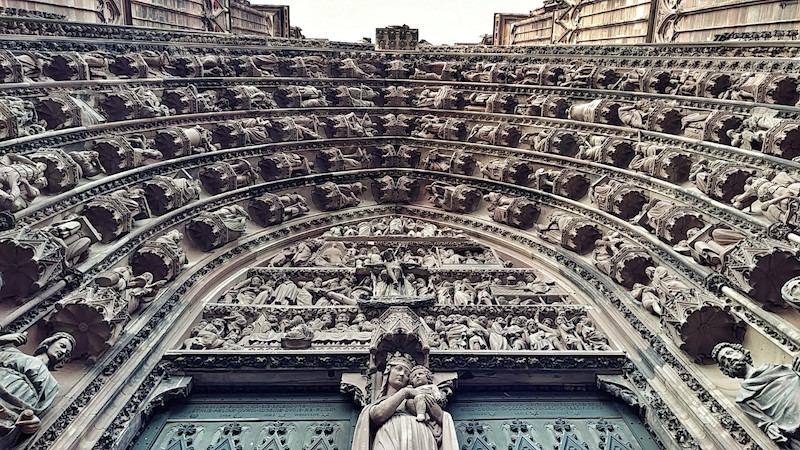 Gotisches Portal der Kathedrale Notre Dame in Straßburg, Wanderhunger, Fotostrecke