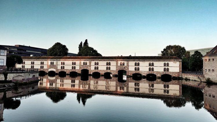 Die Barrage Vauban im Abendlicht im Strassburg, Wanderhunger, Tipps für ein Wochenende in Straßburg