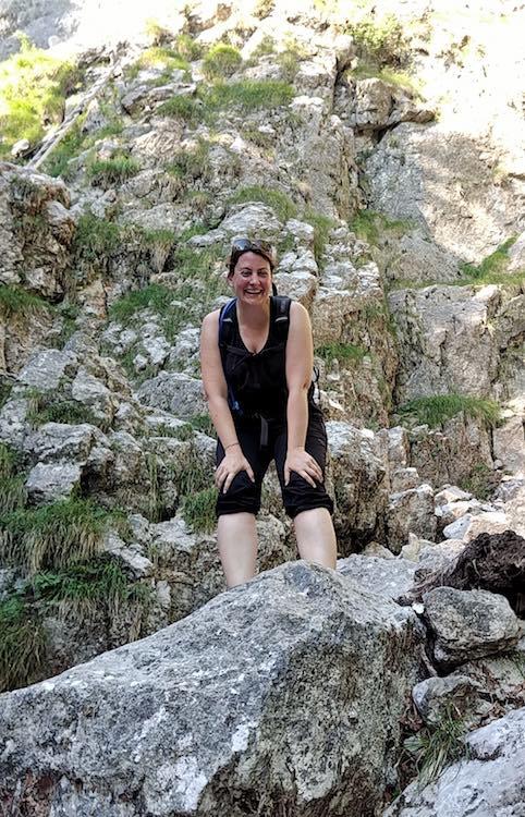 Vor dem Einstieg in den Drachenwand-Klettersteig über Leitern, erleichtertes Lachen, Nein sagen, Wanderhunger