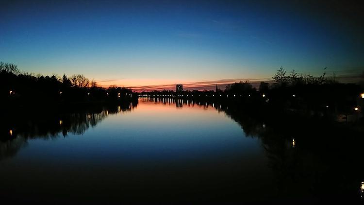 Roter Sonnenuntergang in Wels von der Osttangente aus gesehen. Fotoparade 01/2018 auf Wanderhunger