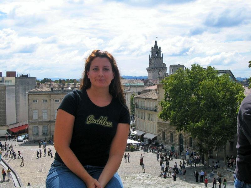 Martina Stasny vor dem zentralen Platz von Avignon, Fotostrecke, Avignon in Bildern