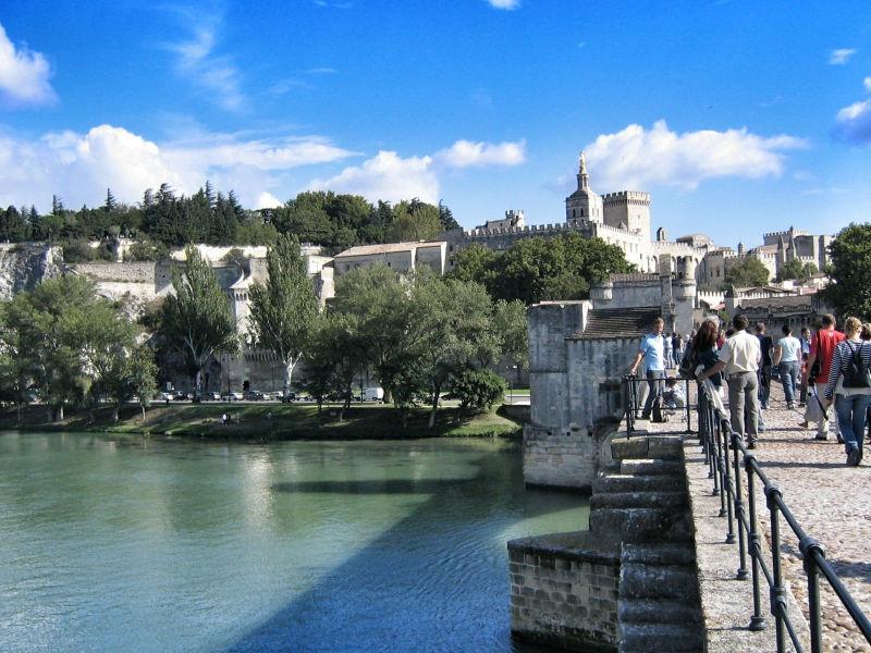 Der Papstpalast in Avignon von der Brücke Pont St. Benezet aus gesehen, Wanderhunger, Avignon Fotostrecke, Bilder