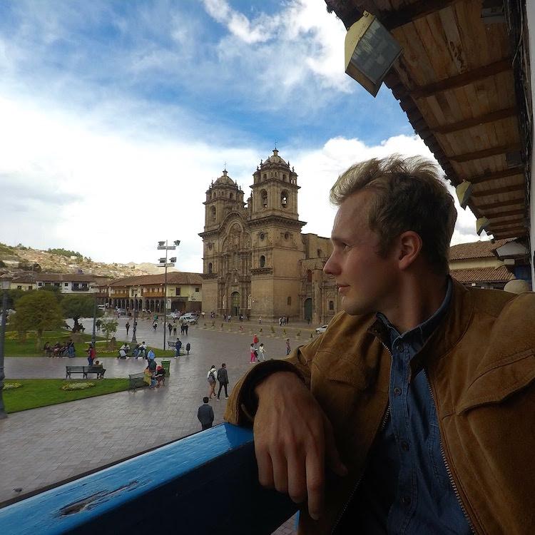 Lukas Zettl beim Sightseeing in Südamerika. Wanderhunger, 7 Fragen