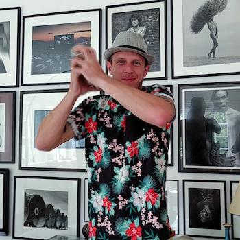Michael Stasny-Dick beim Cocktailshaken für die Cocktailverkostung. Wanderhunger
