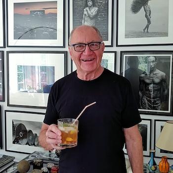 Horst Stasny beim Cocktailtrinken. Wanderhunger