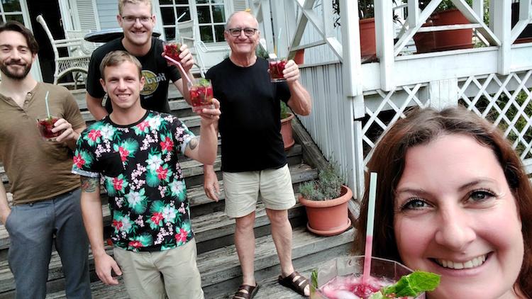 die Jury beim Wanderhunger Cocktailtest beim Cocktailverkosten