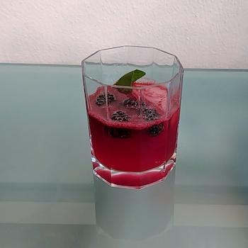 Cocktail Blackberry Basil Moscow Mule im Test von Wanderhunger