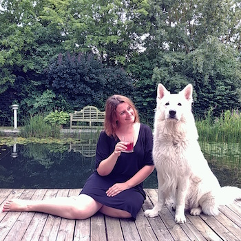 Martina von Wanderhunger beim Cocktailtesten mit Weißer Schweizer Schäferhund Rocco von der Stefflsölde.