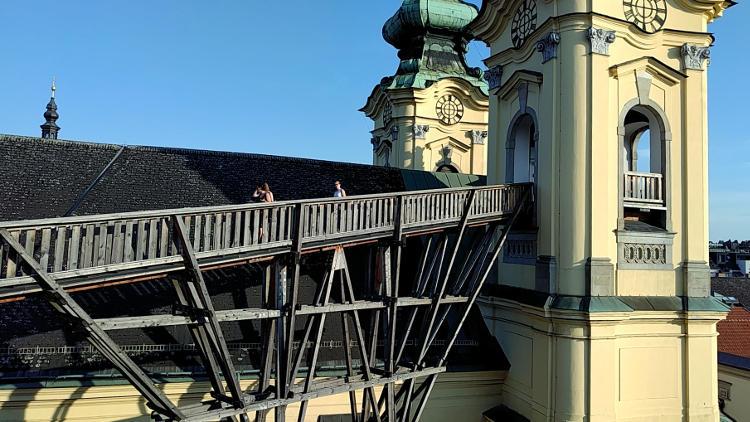 Blick auf die Ursulinenkirche beim Höhenrausch 2018 in Linz. Wanderhunger