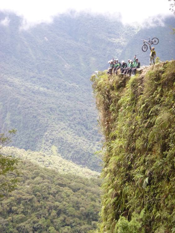 Lukas Zettl mit Freunden bei einer Biketour. Wanderhunger, 7 Fragen