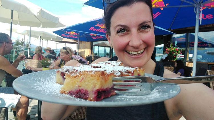 Nach der eMountainbike-Tour auf die AreitAlm muss ein Kuchen sein. Wanderhunger