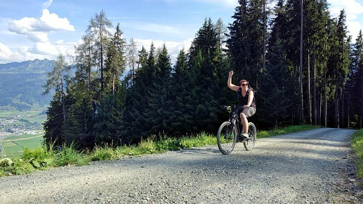 Bergauffahren mit dem eMountainbike macht einfach Spaß, vor allem bei herrlichem Ausblick! Wanderhunger