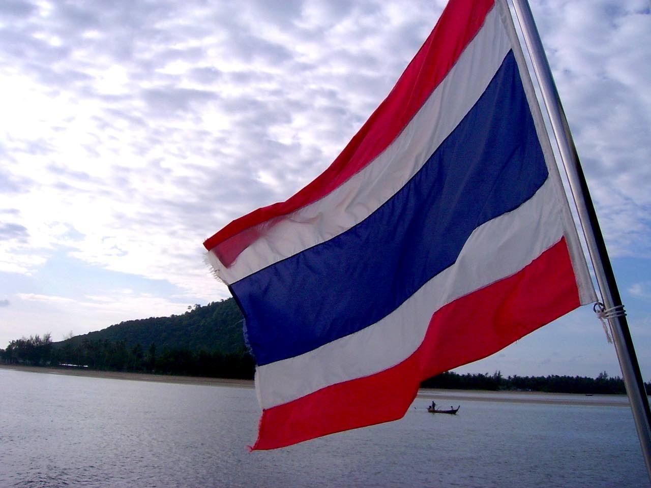 Thailand-Flagge. Wir ziehen nach Thailand, Auswanderung. Wanderhunger