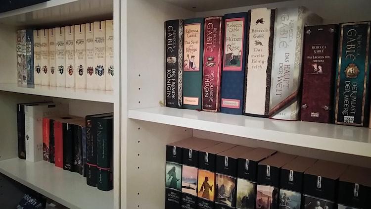 Das Regal mit den vor dem Ausräumen geretteten Lieblingsbüchern. Wanderhunger