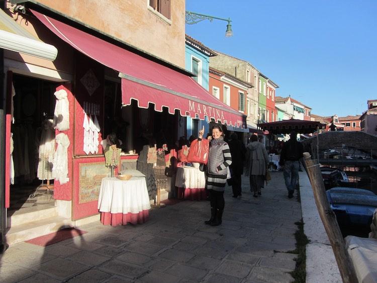 Ich entdecke meinen Namen auf einem Geschäft in Burano. Wanderhunger.