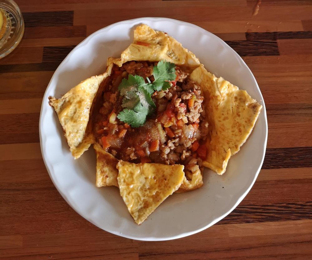 Thailändisches Streetfood: Hier ein Pork Stuffed Omelette, typisches Frühstück. Wanderhunger