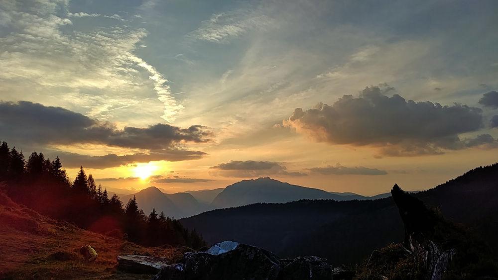 Ein herrlicher Sonnenaufgang von der Schönwetterhütte in der Steiermark/Obersteiermark aus gesehen. #fopa 2. HJ 2018. Wanderhunger Reiseblog