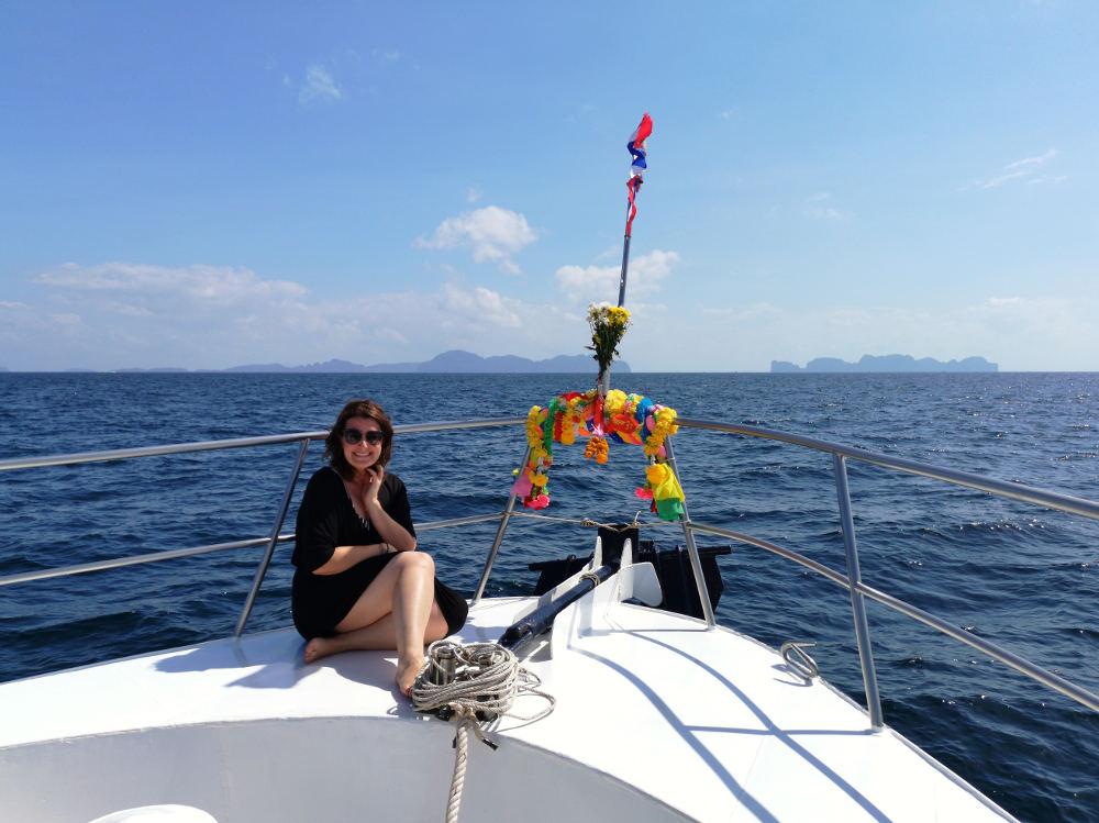 "Bloggerin Martina Stasny am Tauchboot Mermaid der Tauchschule All4 Diving in Phuket, Thailand. #fopa 2. HJ 2018, Kategorie ""Krasse Sache"". Wanderhunger"