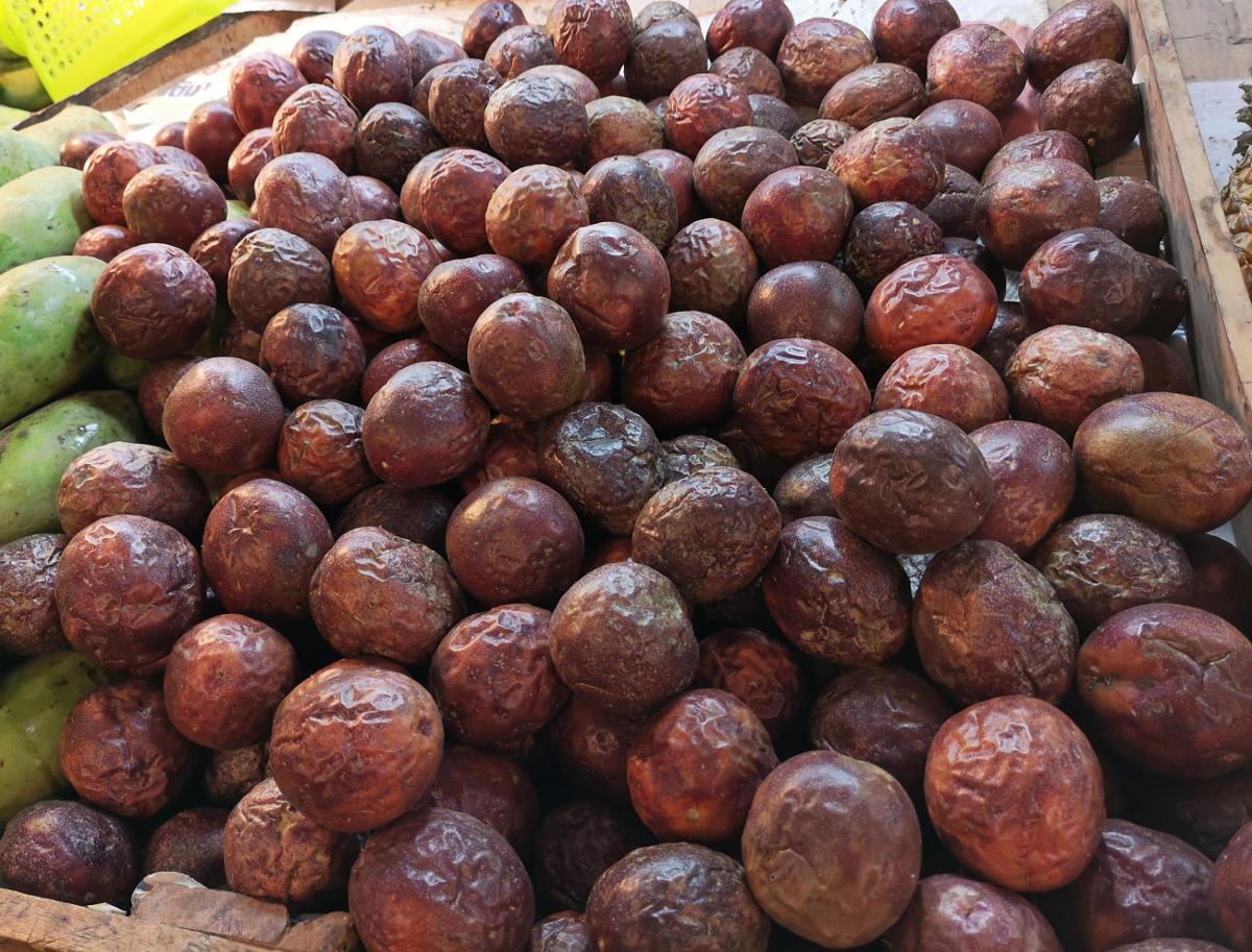 Die Maracuja oder Passionsfrucht ist in Thailand sehr beliebt und wird gelöffelt, in Smoothies getrunken oder in Mojitos getrunken. Wanderhunger