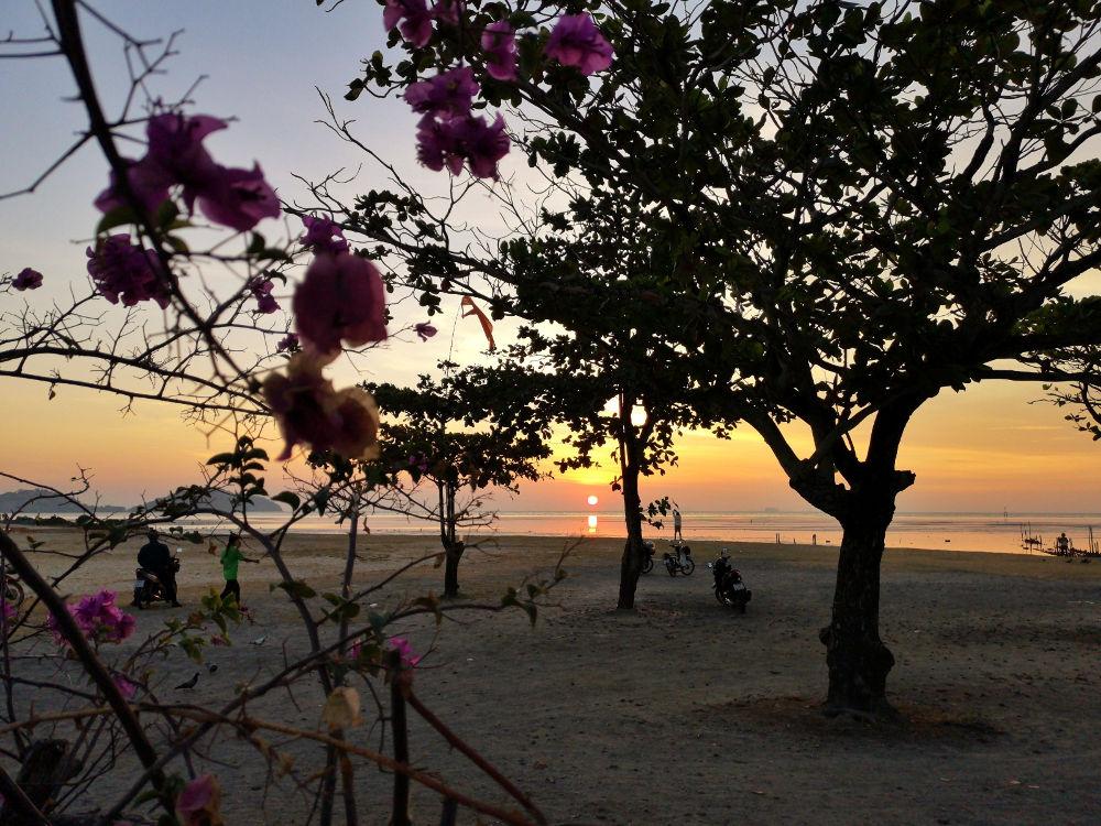 Der Saphan Hin Park in Phuket Town in Thailand bietet große Flächen für Sportler und Ruhesuchende. Wanderhunger