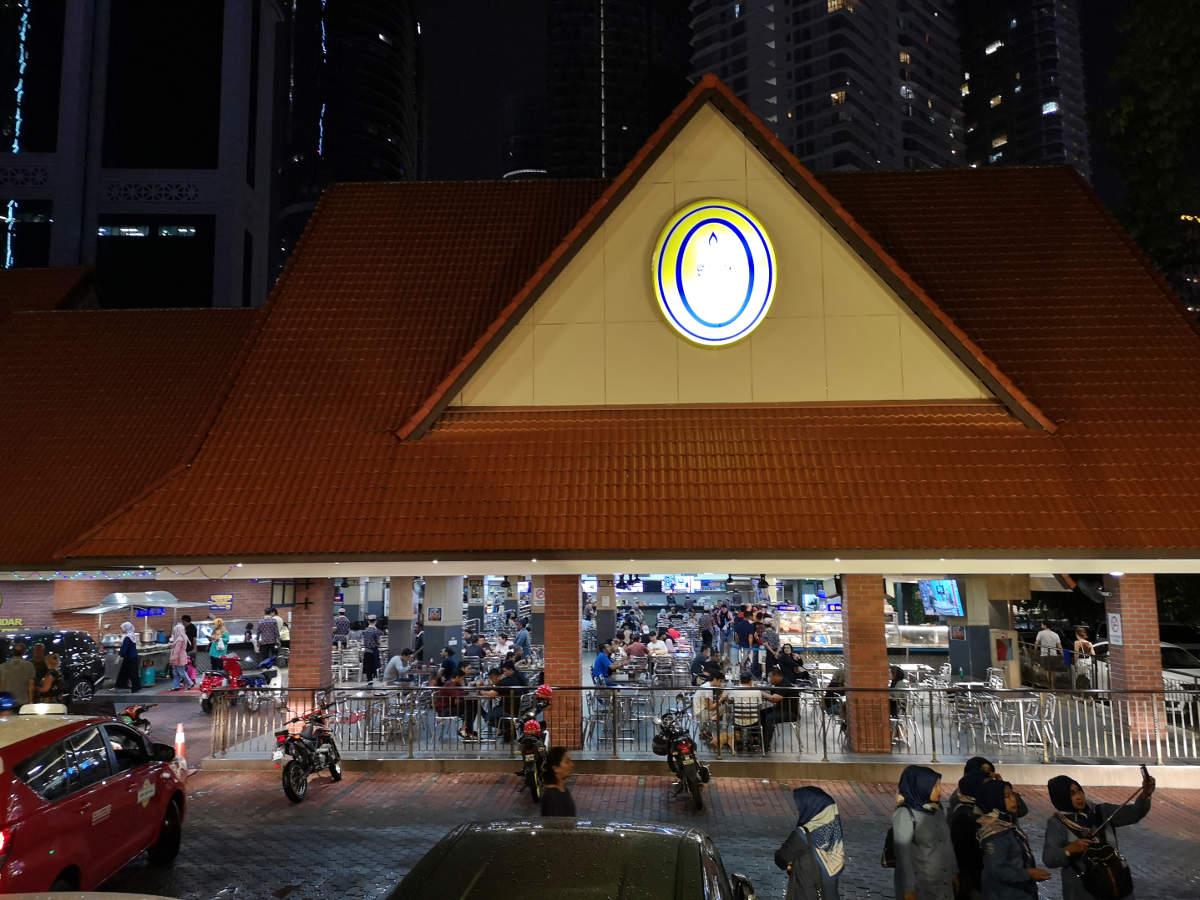 Das indische Restaurant Nasi Kandar Pelita in Kuala Lumpur City Center ist nicht sehr charmant aber ausgezeichnet und günstig. Wanderhunger