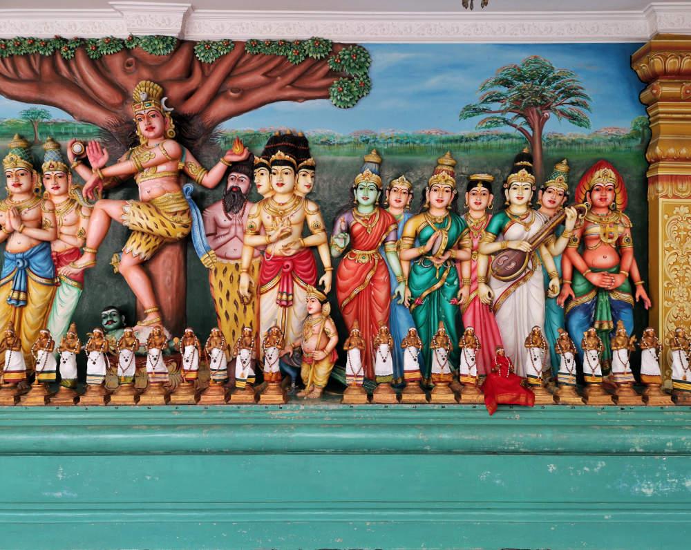 Die figürlichen Darstellungen und ihrer Detailgenauigkeit und Farbenpracht sind im Sri Mahamariamman Tempel sehr beeindruckend. Wanderhunger