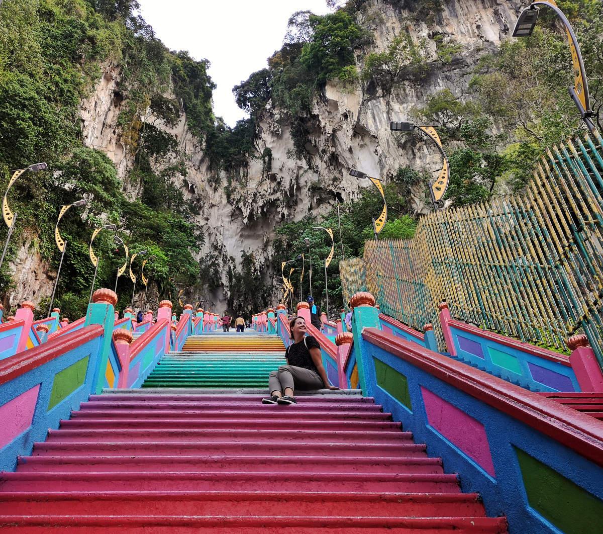 Ein Foto auf der wunderschönen Treppe, die hinauf zur Tempelhöhle der Batu Caves führt, ist natürlich unumgänglich. Wanderhunger