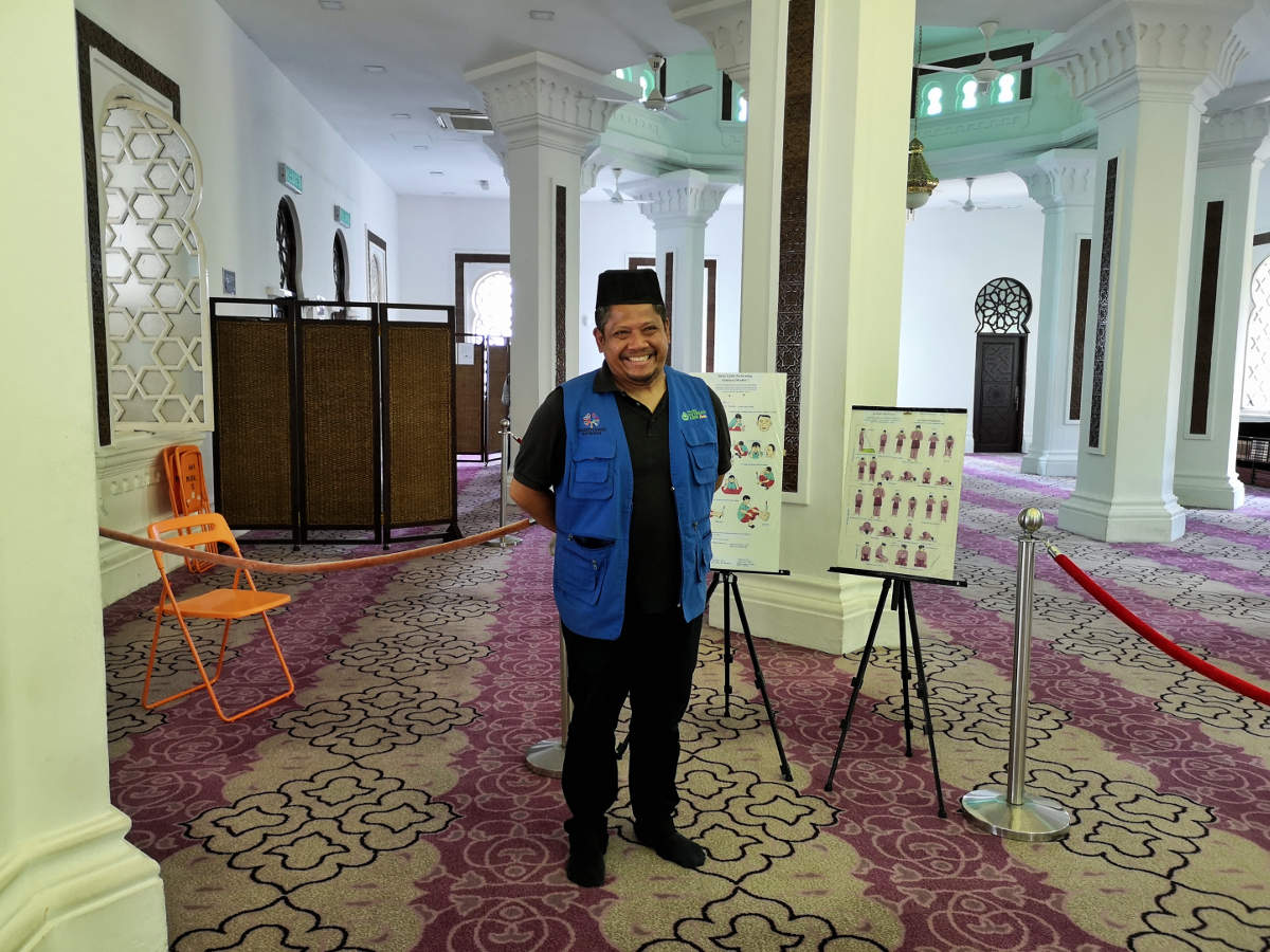 In der Masjid Jamek Moschee stehen kundige Guides bereit, die den Touristen mit großer Begeisterung und Leidenschaft über die Moschee, die Gründung Kuala Lumpurs und ihren Glauben erhählen. Wanderhunger