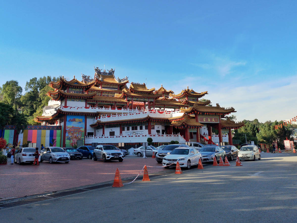 Der große Bau des chinesischen Thean Hou Tempels in Kuala Lumpur sitzt auf dem Hügel Robson Heights. Wanderhunger