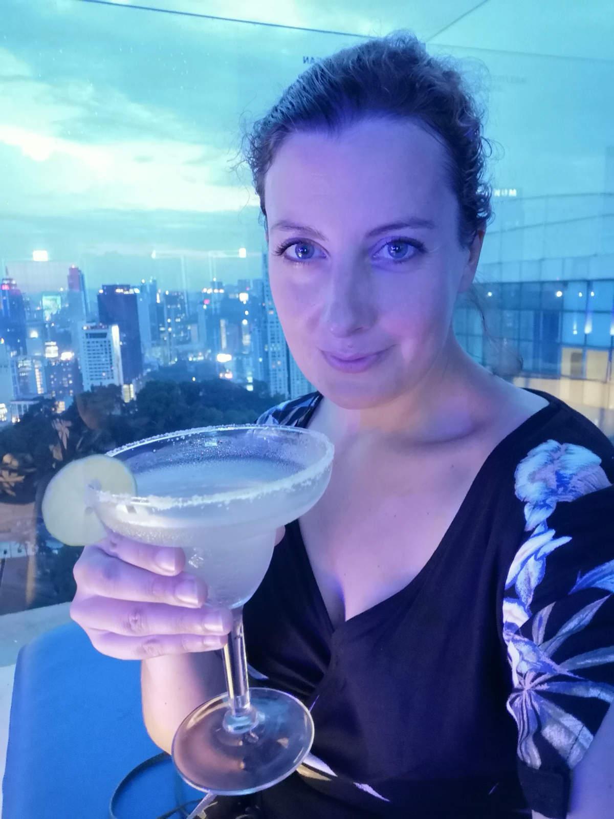 Ausgezeichnete Cocktails zu (für uns) moderaten Preisen mit sensationellem Ausblick auf Kuala Lumpur in der Luna Bar. Wanderhunger
