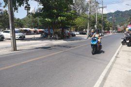 Wie man in Thailand sicher Moped, Motorroller und Motorrad fährt und überlebt. Wanderhunger