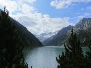 Schlegeis-Stausee im Zillertal mit Blick auf Gletscher