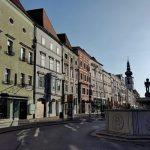 Ein Tag in Wels, Blick über den Stadtplatz Richtung Stadtpfarrkirche Wels, ein Tag in Wels, Wanderhunger