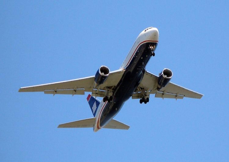 Langstreckenflüge überleben, Tipps und Tricks, Flugzeug, Wanderhunger