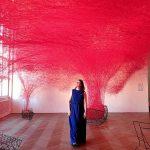 Die Kunstinstallation Uncertain Journey von Chiharu Shiota am Linzer Höhenrausch 2018. Wanderhunger.