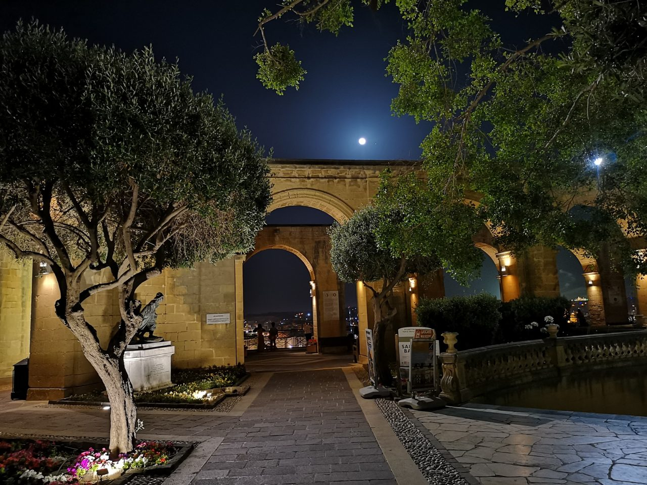 Valletta by night – a gallery